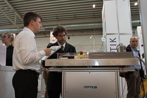 Stephan Görsch, OPTEG, im Fachgespräch auf der all about automation