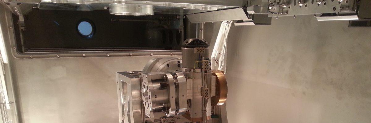 Achssystem einer OMF-Anlage zur Ionenstrahl-Bearbeitung